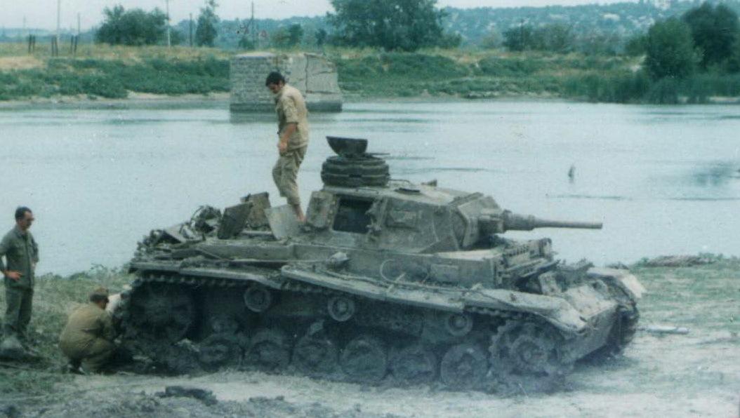 Подъем танка t-iiig из реки южный буг.